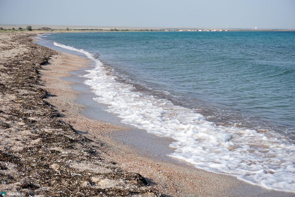 Пляж около йога-лагеря в Межводном