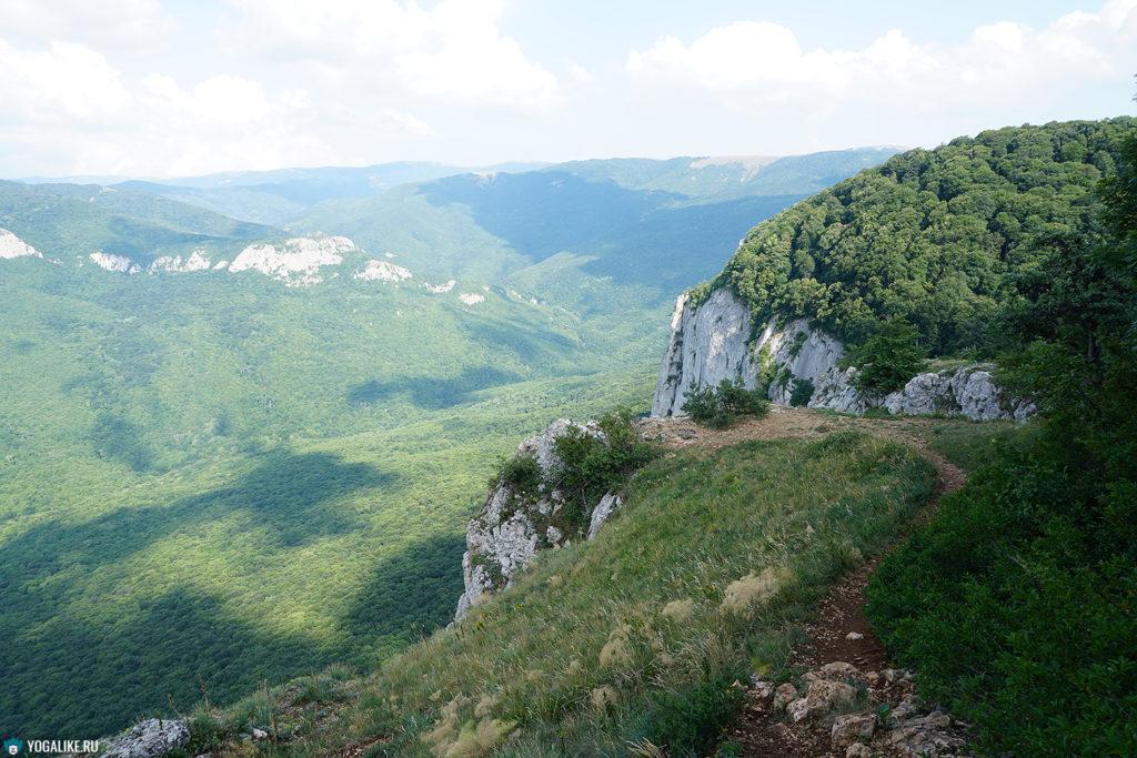 Вид с Барской поляны на долину реки Коккозка